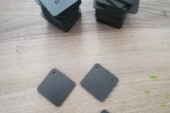 elment frzezowany z PCV czarnego o gr. 3mm.