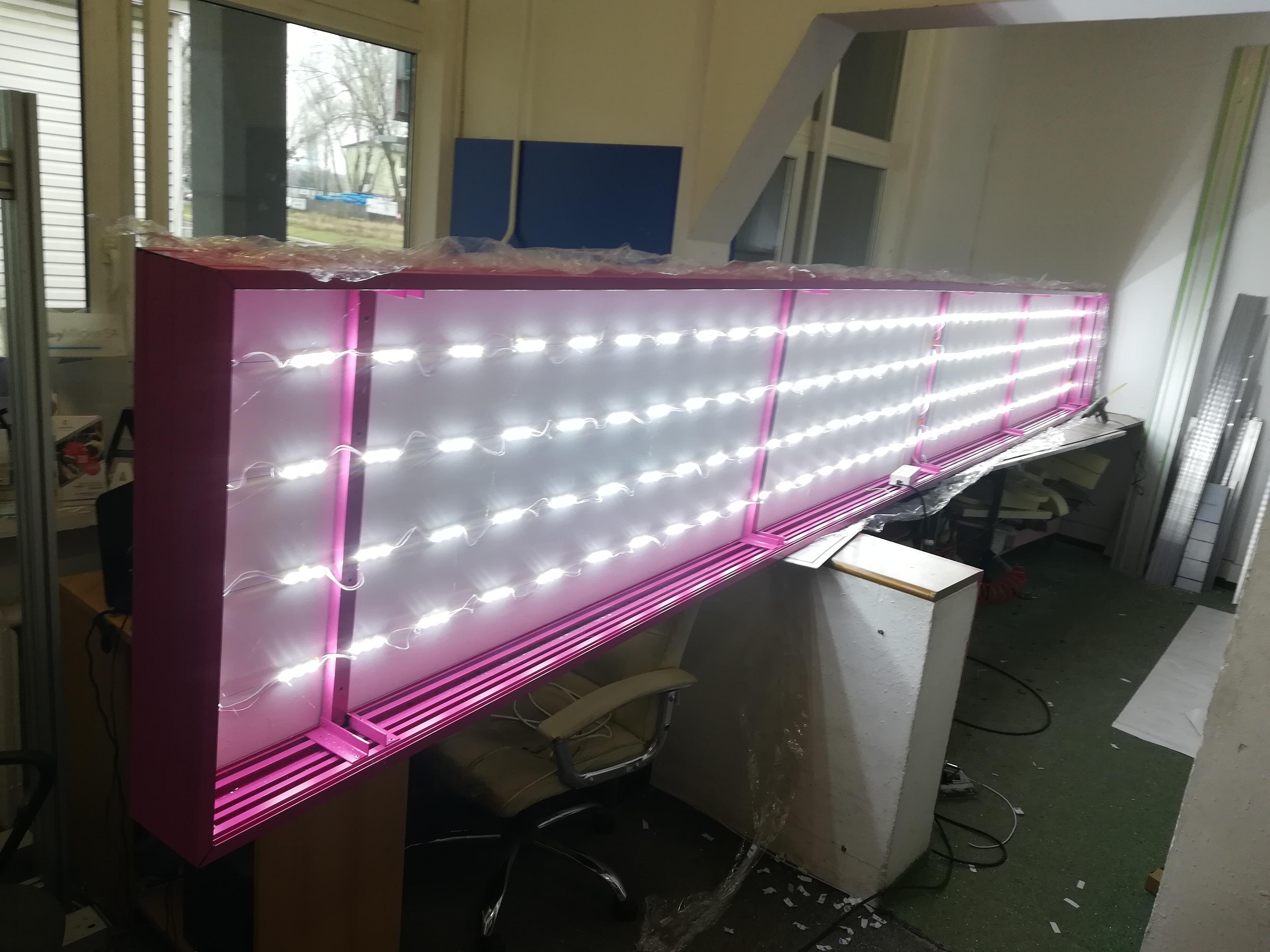 kaseton w ramie al. malowany proszkowo ,podświetlenie moduły LED