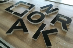 litery ze styroduru malowanego ,lico czarna plexi