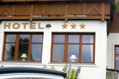 styrodur - napis HOTEL