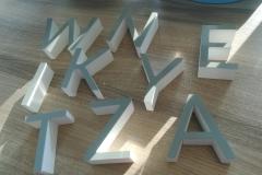 litery z PCV ,lico oklejone folią