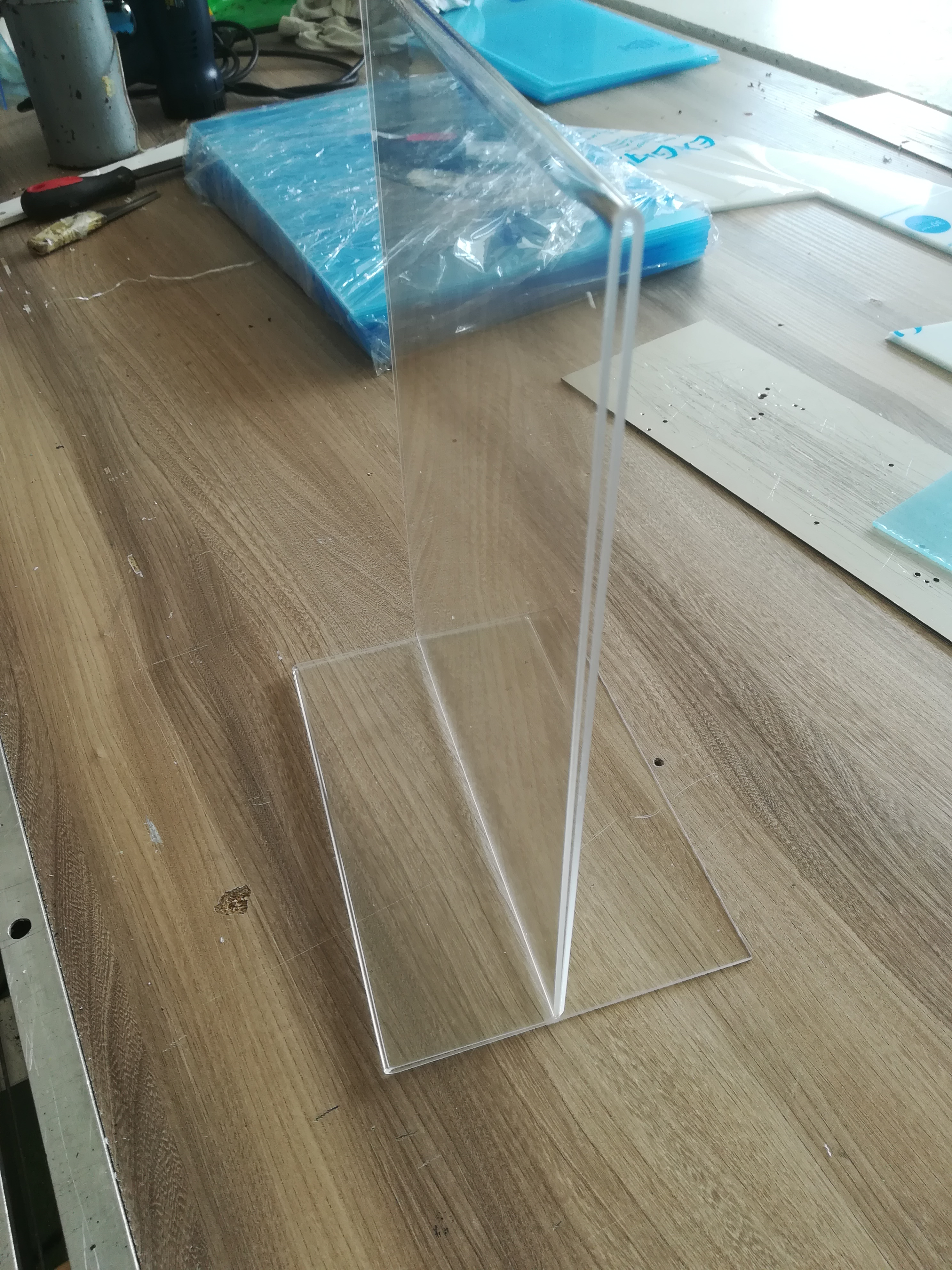 prezenter A4 zplexi bezbarwnej ogr. 2mm.