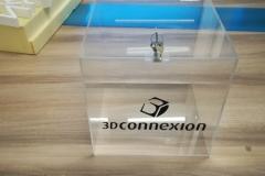 urna na ulo z bezbarwnej plexi + naklejone logo z folii